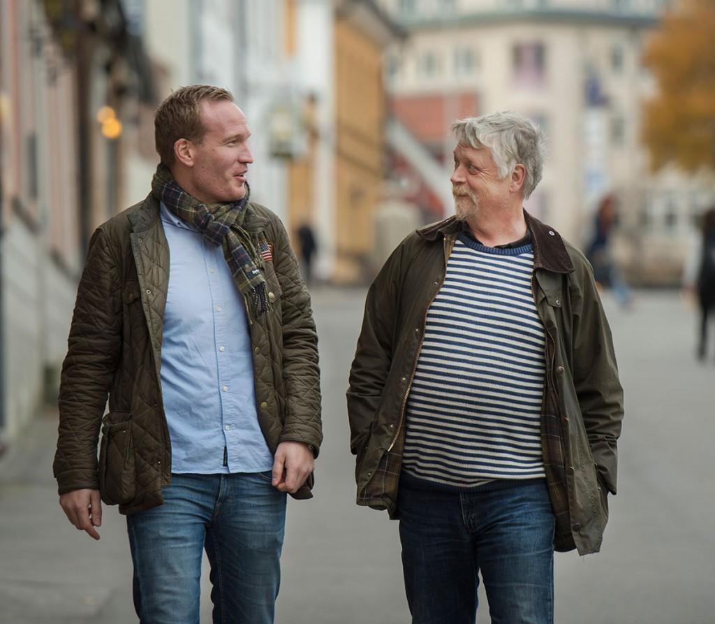 Jonny Håkansson och Patrik Svensson från Omsorgsgruppen IN promenerar och diskuterar Omsorg24.